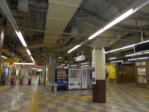 地下鉄西11丁目駅コンコース