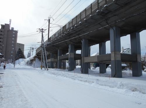 青葉町12丁目1 JR高架橋