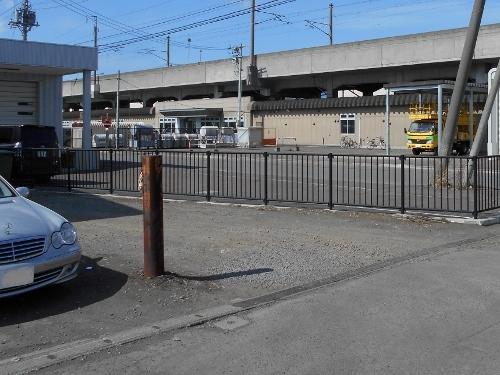 二十四軒2条1丁目 引込線跡 トラ縞の棒柱