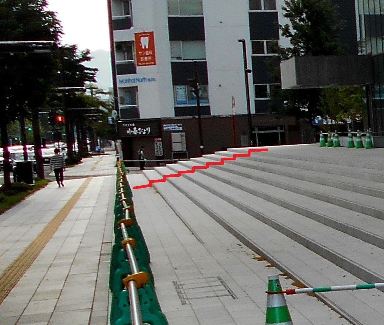 NHK札幌新放送会館 正面階段 9段