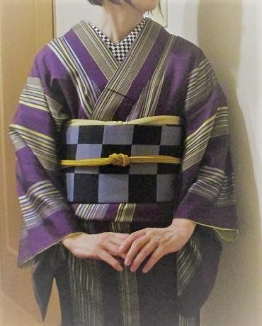 縞のキモノと市松帯と半襟