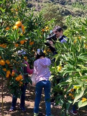 カメラマン子供収穫撮影