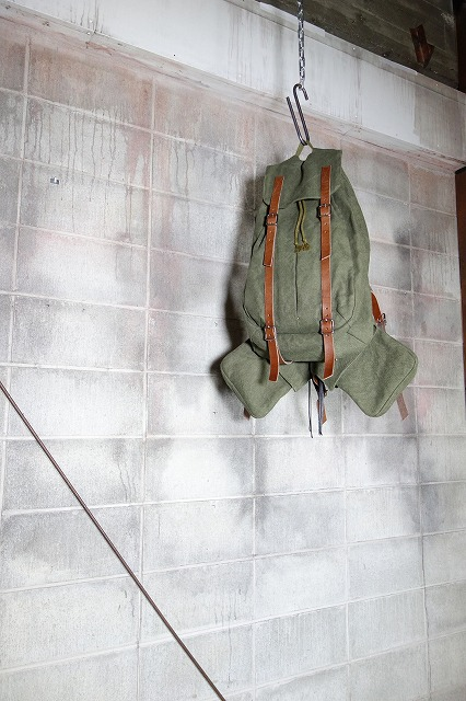 20AW-BACKpackKHAKI0.jpg