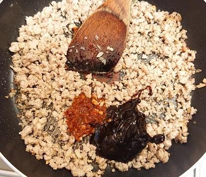 麻婆豆腐だれの豚ボール丼3