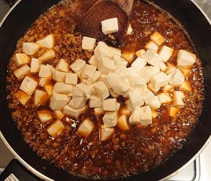 麻婆豆腐だれの豚ボール丼6
