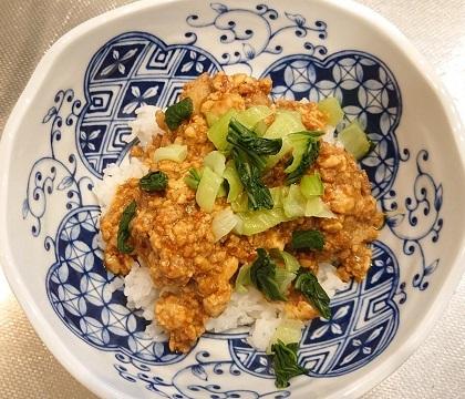 麻婆豆腐だれの豚ボール丼12