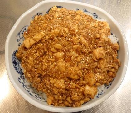 麻婆豆腐だれの豚ボール丼14