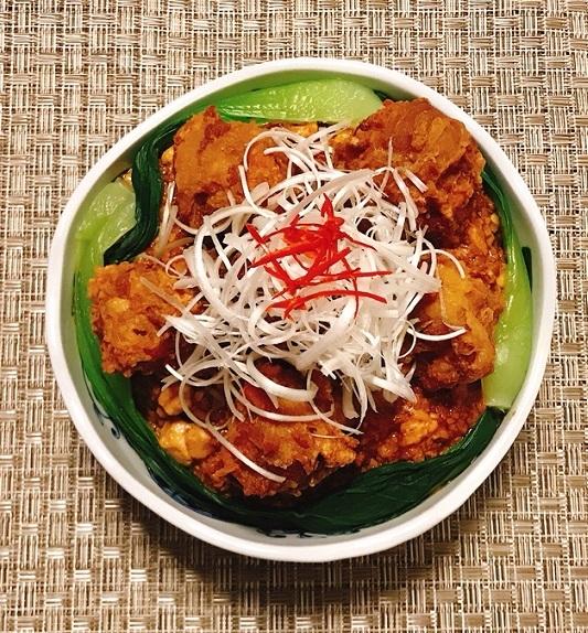 麻婆豆腐だれの豚ボール丼17