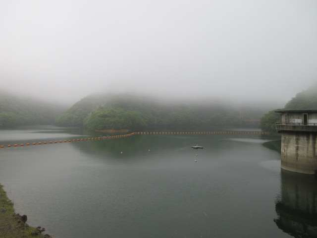 IMG0001JPG雲に覆われた鱒淵ダム