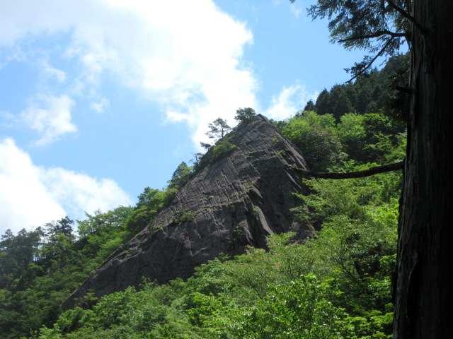 IMG0106JPG小屋ケ岳の大岩