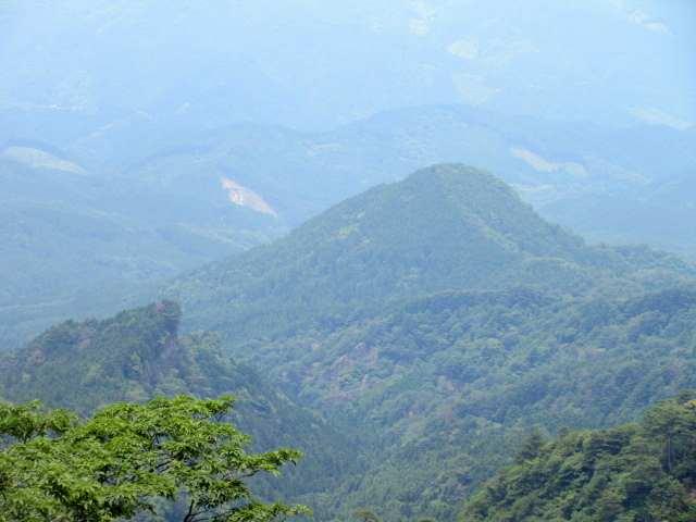 IMG0108JPG後から訪ねる白岳と奥に上仏来山