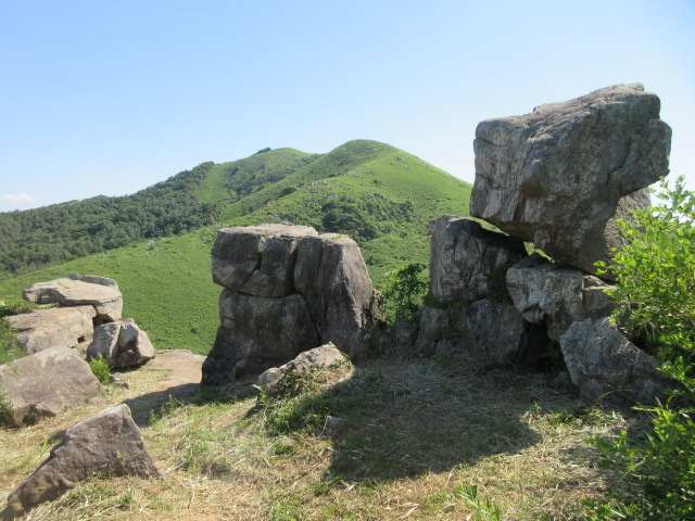 IMG0088JPG鬼の唐手岩から周防台