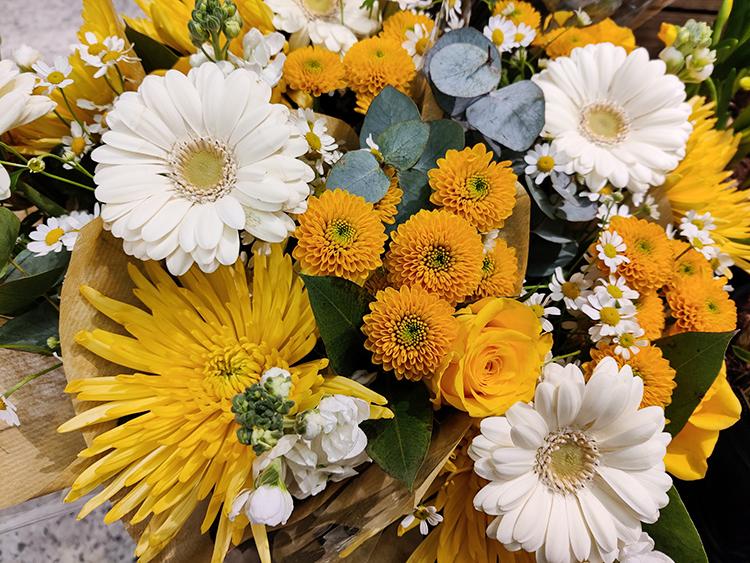 フィンランド 花束 黄色 Kukkakimppu