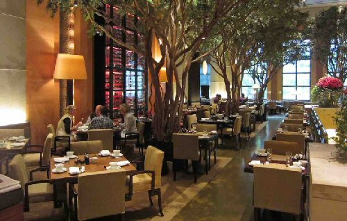 04c 600 Four-Seasons_Hotel_Lobby