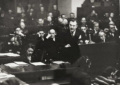 09a 500 Prosecutor_Robert_Jackson_at_Nuremberg_Trials