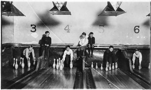 03a 600 boys_working_in_Arcade_Bowling_Alley