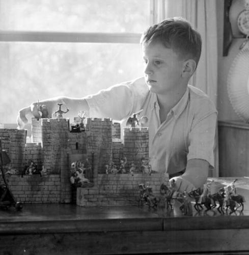 03b 600 boy specialist about castles