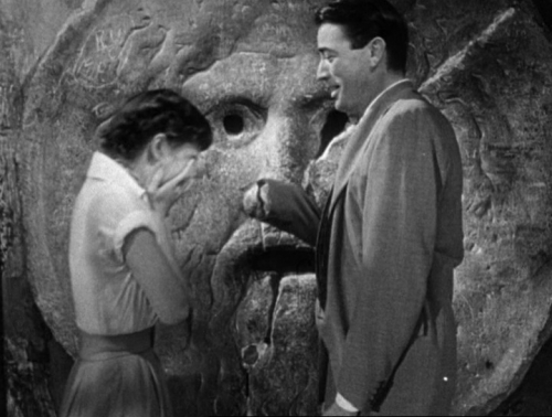 09b 600 Audrey_Hepburn_and_Gregory_Peck_at_the_Mouth_of_Truth_Roman_Holiday_trailer