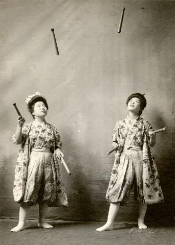 03a 600 Japanese_women_jugglers_1908