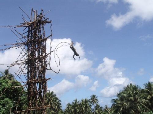 03b 600 bungy jump in Banuatu