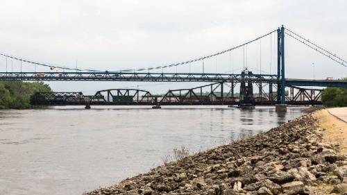 03aa 700 swing bridge in Iowa