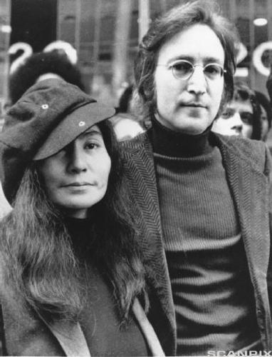 03d 500 John and Yoko