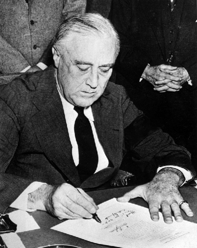 09ab 600 FDR signing declaration of war against Japan
