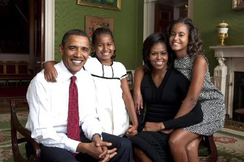 04ba 600 Obama Family in White House