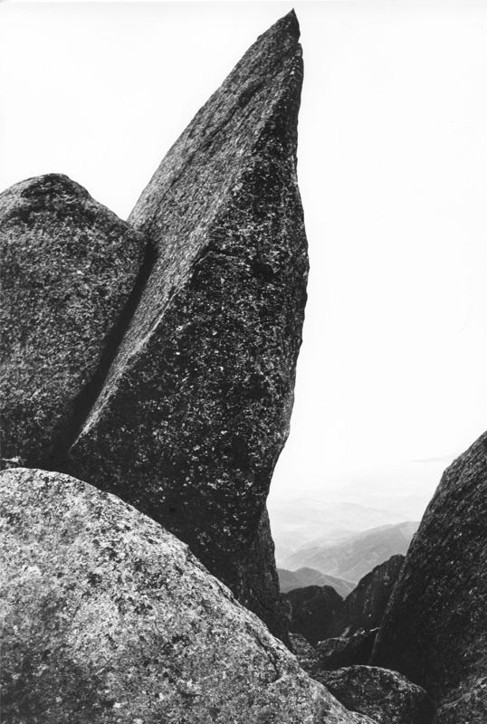 尖った岩 538×800