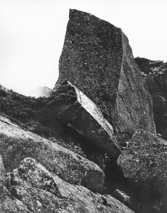 尖った岩2 538×684