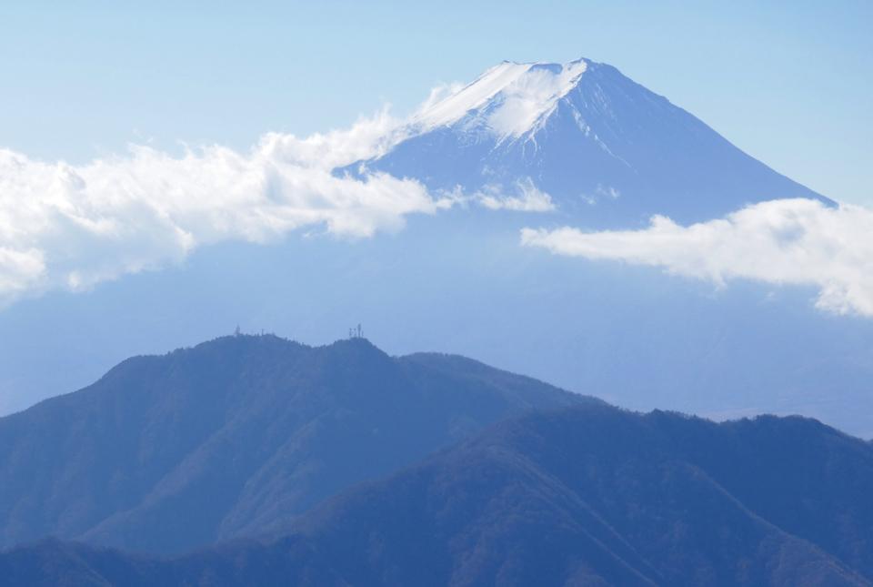 30072 富士山と三つ峠山 960×645