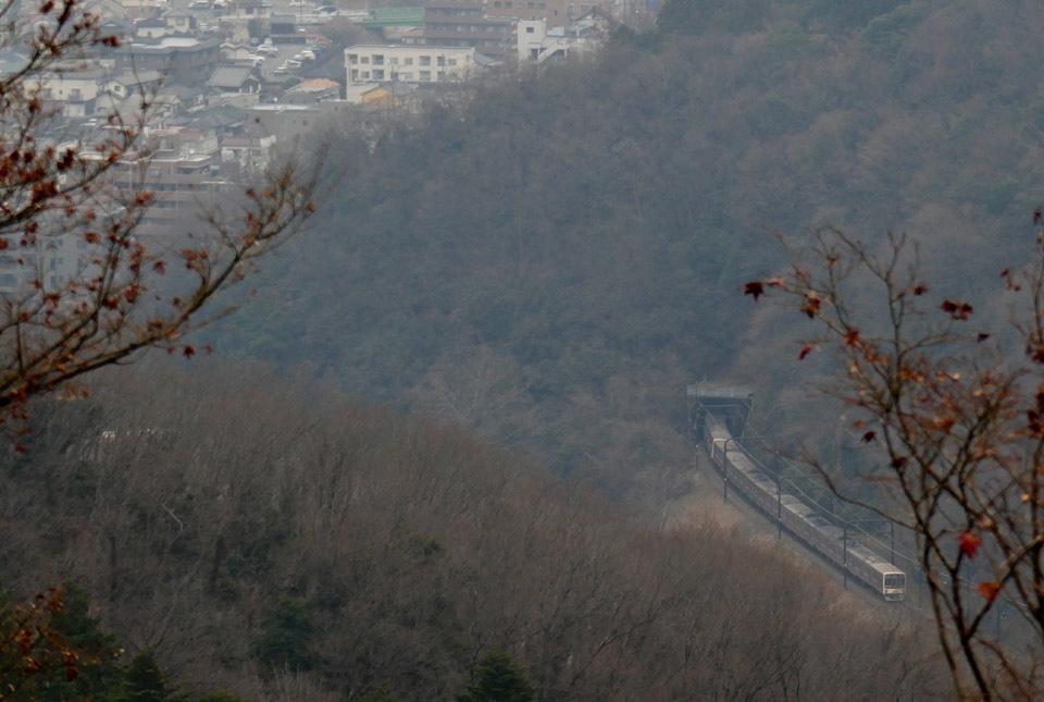 30391 トンネルに入る京王電車 960×645
