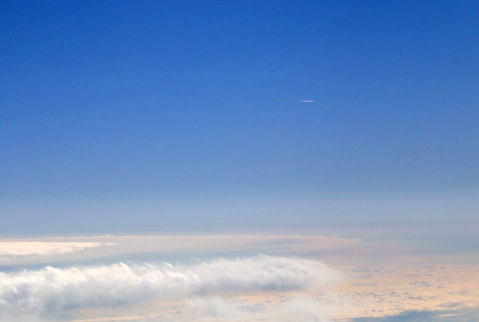 30395f3 飛行機雲? 960×645