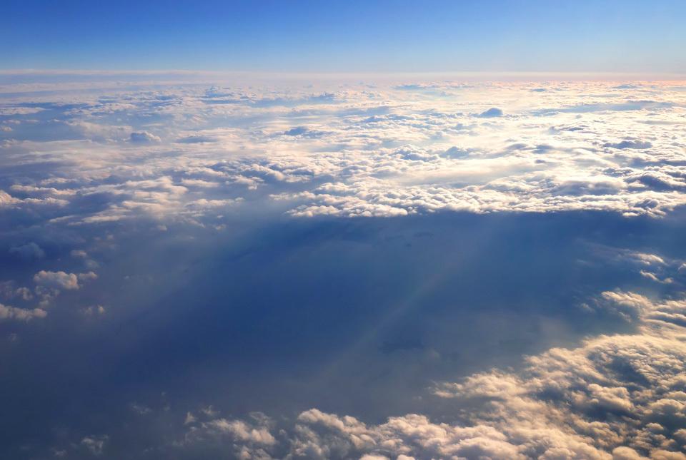 30431f2 雲の孔 960×645