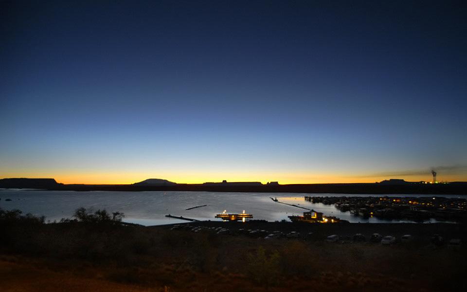 081015-2052 パウエル湖の黎明f再 960×600