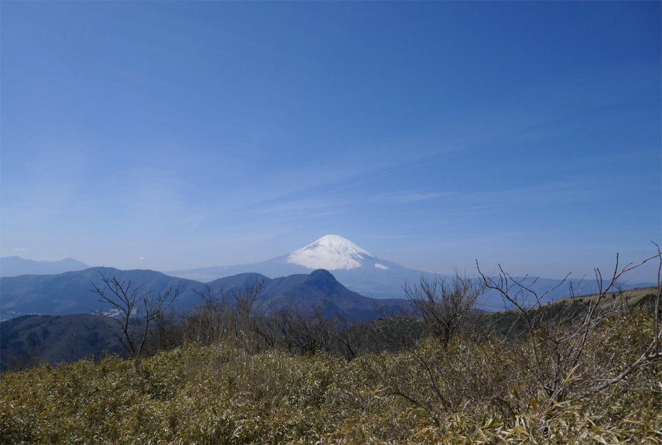 40027 富士山と春の空気感 960×645