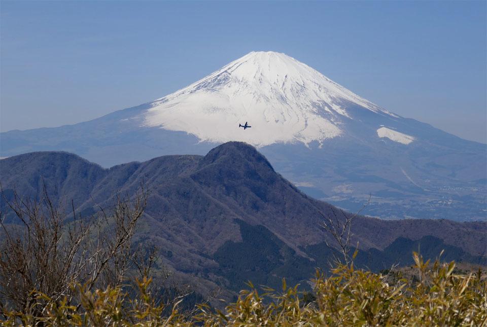 40025 富士山と飛行機 960×645