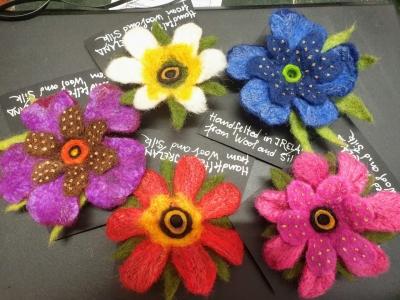 cleocelticmarket0920feltflowers