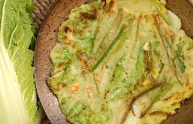 白菜を切らずに大きいまま焼く、ちょっと変わったチヂミを紹介します