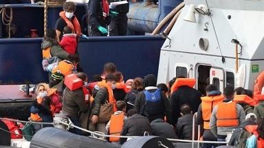 ドーヴァー海峡を渡った人々の中には小さい子どもの姿もあった