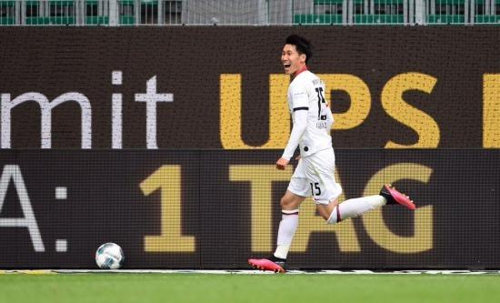 Wolfsburg 1-[2] Eintracht Frankfurt - Daichi Kamada goal