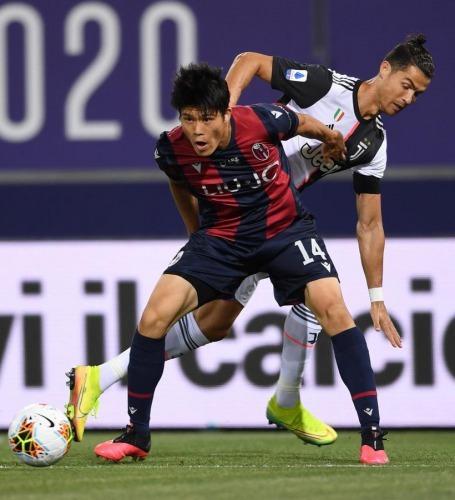 Tomiyasu vs Ronaldo Bologna 0_2 Juventus