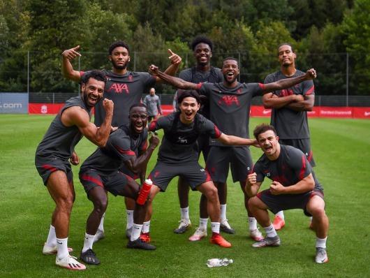Liverpool Victory pose pre season Minamino