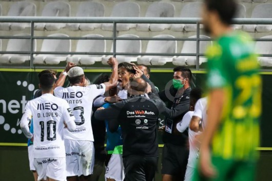 Ryotaro Meshino scores on his Rio Ave debut