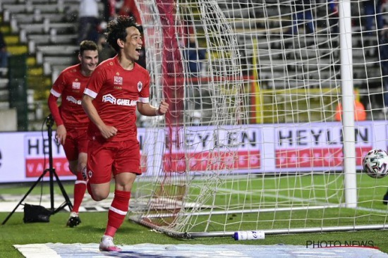 Koji Miyoshi celebrated goal Antwerp to a 4-1 win over KV Mechelen