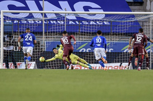 Eiji Kawashima (Strasbourg) penalty save against Metz