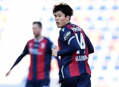Takehiro Tomiyasu vs Verona 1_0