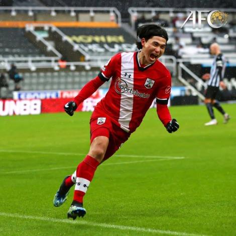 Takumi Minamino scores on his debut for Southampton