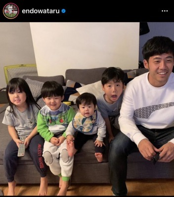 Endo wataru with his children 2 goals