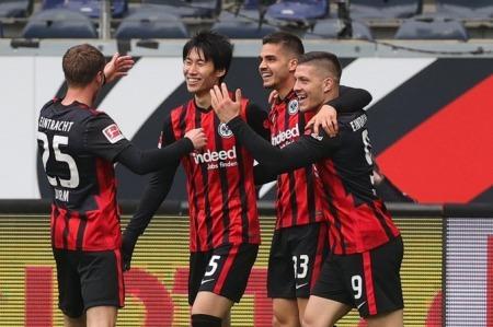 Daichi Kamada goal vs Wolfsburg 4_3